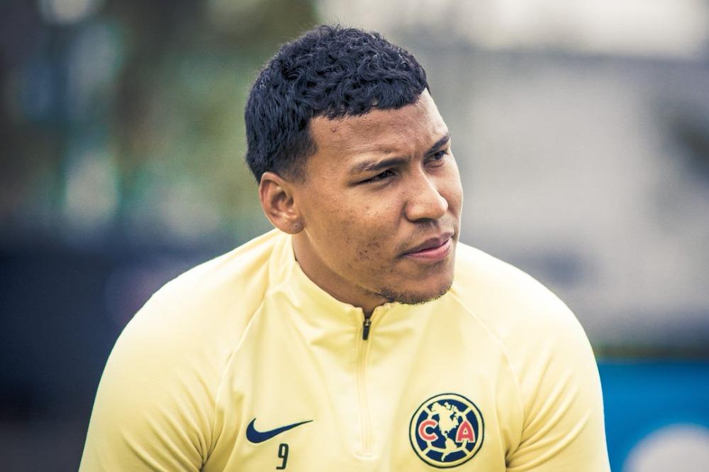 Roger Martínez carga contra la afición del América tras el penalti fallado ante Pachuca