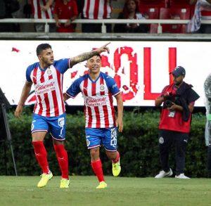 Chivas suma sus primeros tres puntos en Copa MX con doblete de Alexis Vega