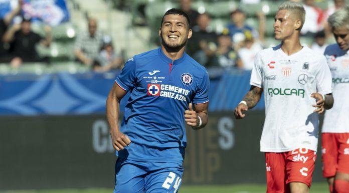 Directivos de equipo paraguayo reclama adeudo a Cruz Azul por Juan Escobar