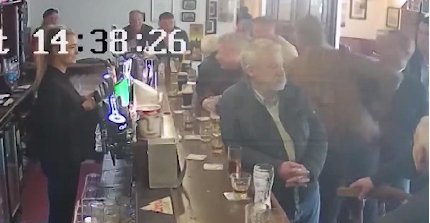Denuncian a Conor McGregor por golpear a persona de la tercera edad