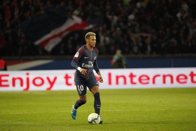 Este es el video los aficionados del PSG insultando a Neymar