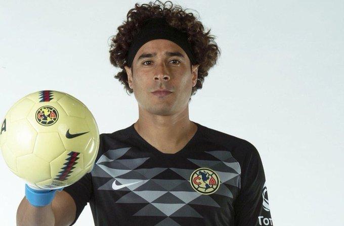 Guillermo Ochoa ya entrena al parejo que el resto del equipo