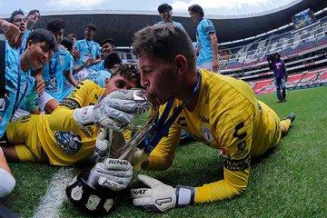 El golazo del portero que valió el título para Pachuca sobre Atlético de Madrid