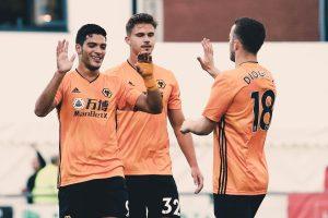 Wolves golea 4-1 a Crusanders en Europa League con doblete de Raúl Jiménez