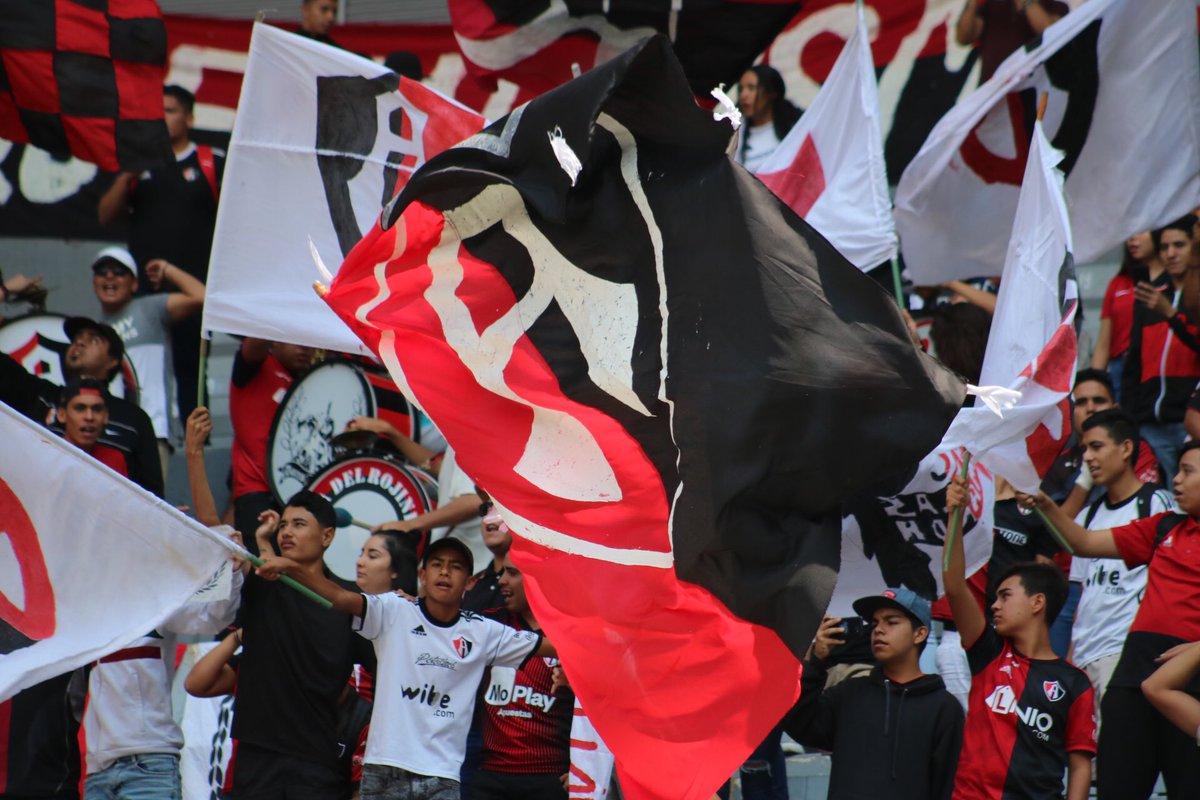 Aficionados del Atlas calientan el Clásico tapatío con ofensas a Chivas