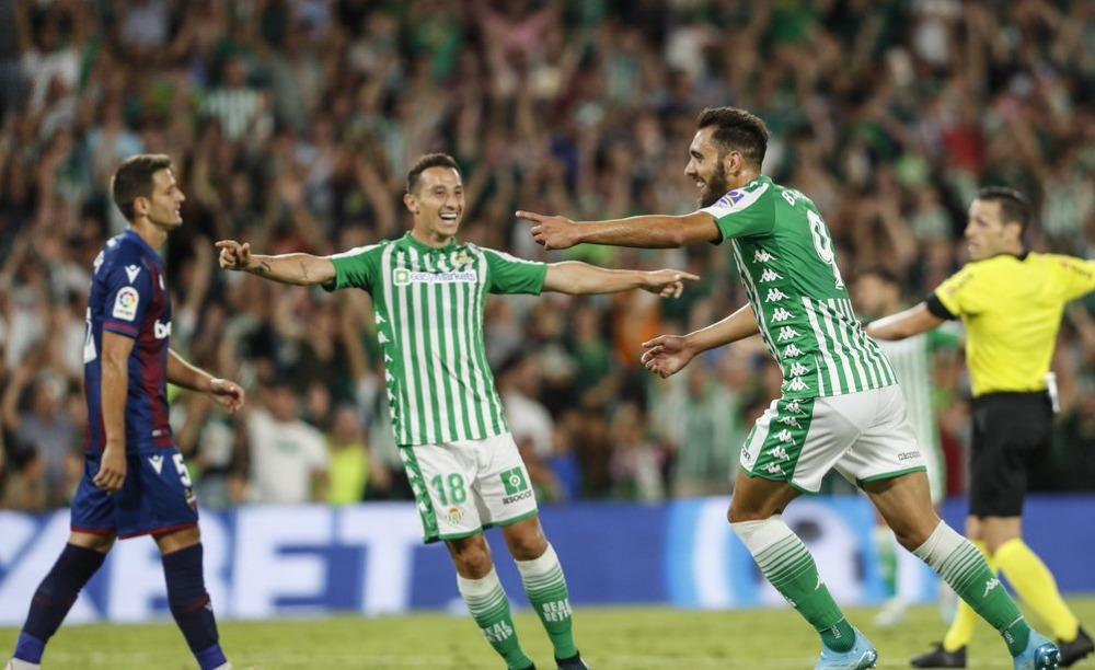 Betis derrota sin problemas a Levante con Guardado y Lainez en la cancha