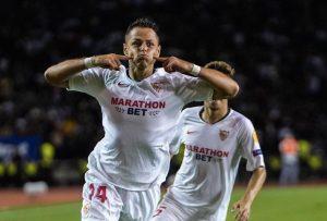 Golazo de Javier Hernández abre el marcador para el Sevilla en Europa League