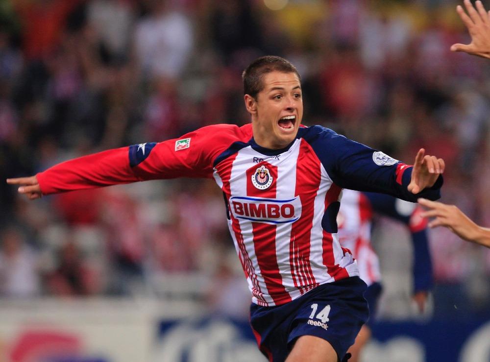 Chicharito celebra 13 años de haber marcado su primer gol como profesional