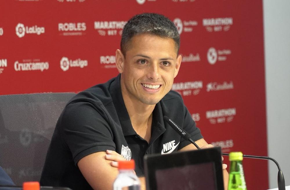 Chicharito recibió elogios por parte del técnico del Sevilla, Julen Lopetegui