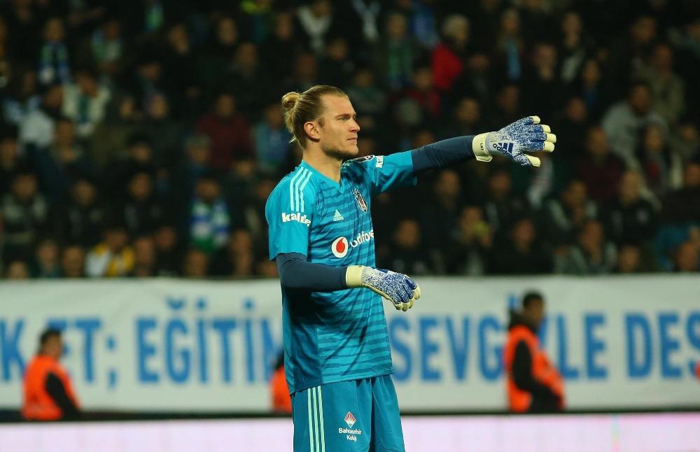 Karius volvió a la Europa League con grosero error que le costó un gol