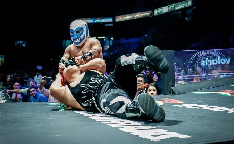 Microman quiere dejar sin máscara a Chamuel en el 86 aniversario del CMLL