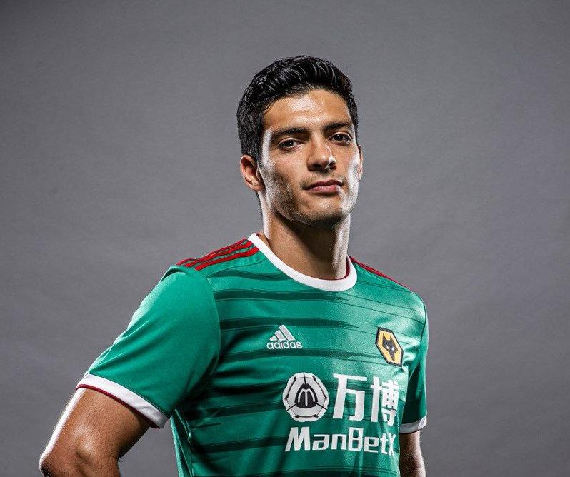 Wolves de Raúl Jiménez presentó su uniforme inspirado en la Selección mexicana