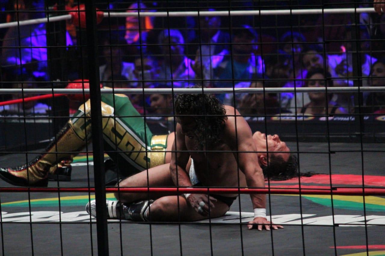 Negro Casas pierde la cabellera con Último Guerrero en el 86 Aniversario del CMLL