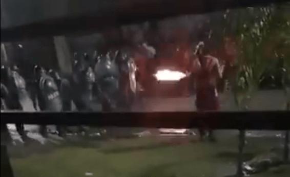 Policía repele con disparos a aficionados de River Plate en Argentina