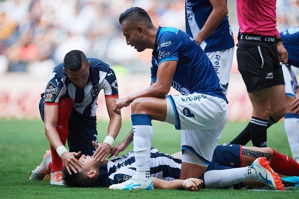 Así fue el brutal golpe que sufrió César Montes en el Monterrey vs Puebla