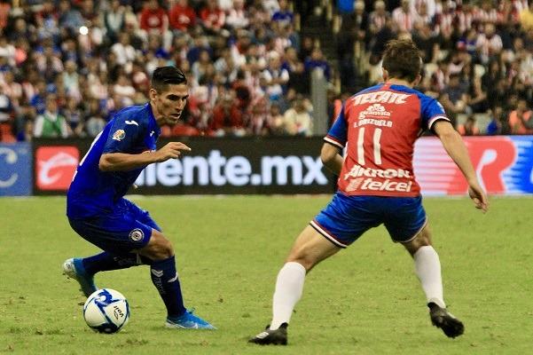 Cruz Azul sigue sin ganar en casa y empata con Chivas