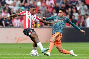 Edson Álvarez fue titular en el clásico holandés entre PSV y el Ajax