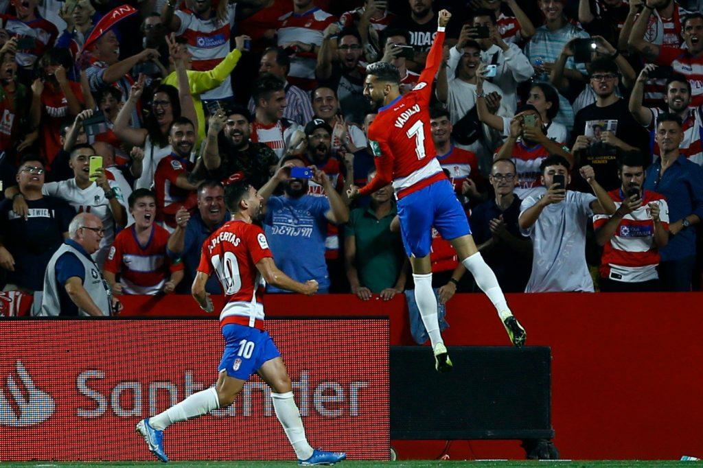 Granada sorprende a Barcelona y lo vence 2-0