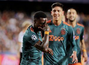 Ajax vence a domicilio al Valencia con Edson Álvarez en la cancha