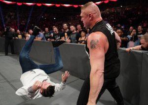 Brock Lesnar propinó brutal golpiza al hijo de Rey Mysterio en la WWE