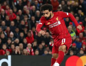 Con doblete de Mohamed Salah Liverpool saca la victoria en casa ante Salzburgo