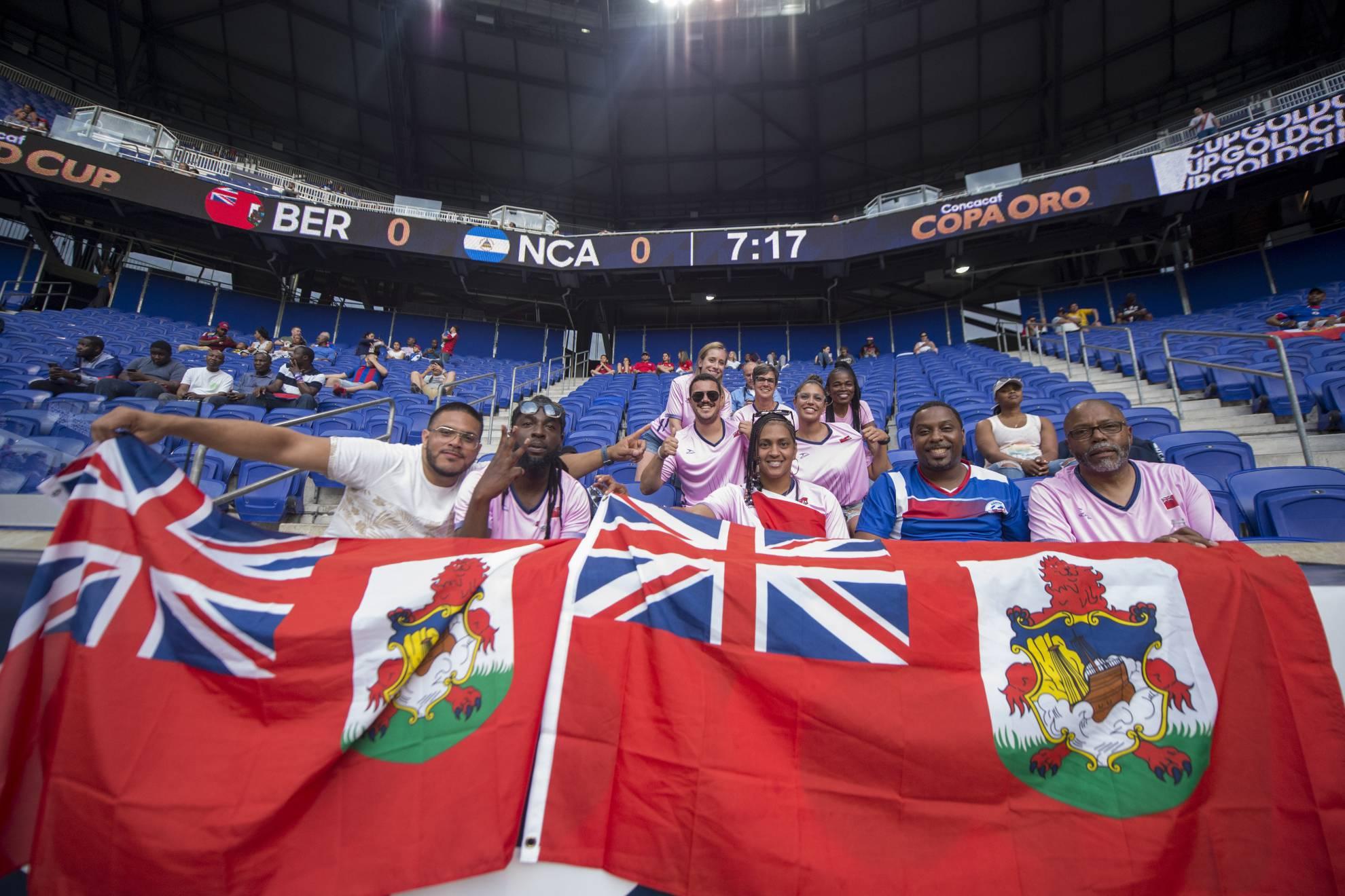 Población total de Bermudas no llena el Estadio Azteca
