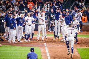 Roberto Osuna destaca en la victoria 3-2 de Astros sobre Yankees y se empata la serie
