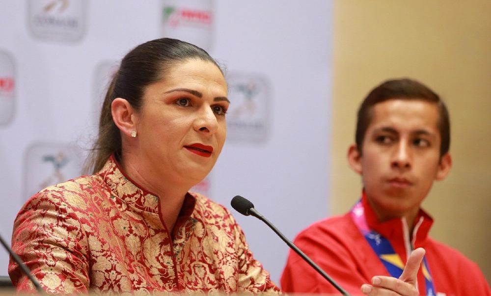 Ana Gabriela Guevera se olvida de paratleta en Premio Nacional de Deporte