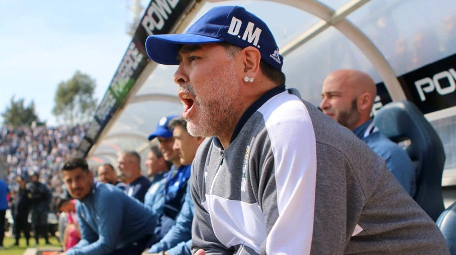 Presidente de Gimnasia y Esgrima confirma la salida de Diego Maradona