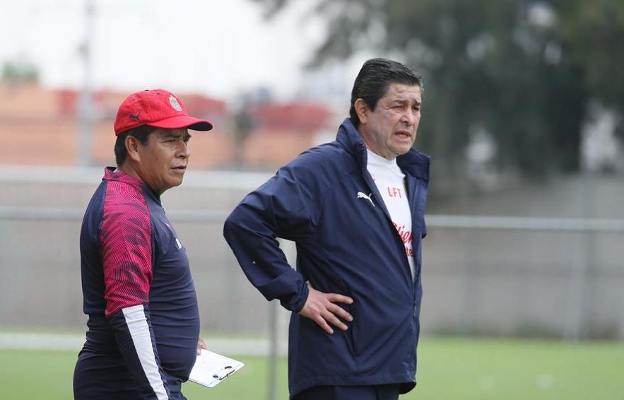 Chivas apuesta por la continuidad de Luis Fernando Tena en el Clausura 2020