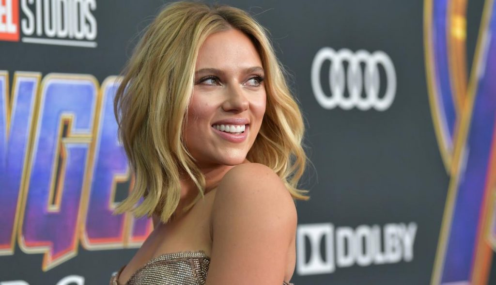 Con diminuto bikini Scarlett Johansson causa revuelo en redes sociales