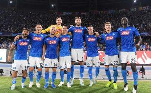 Ultras del Napoli acusan de mercenarios al 'Chucky' Lozano y sus compañeros