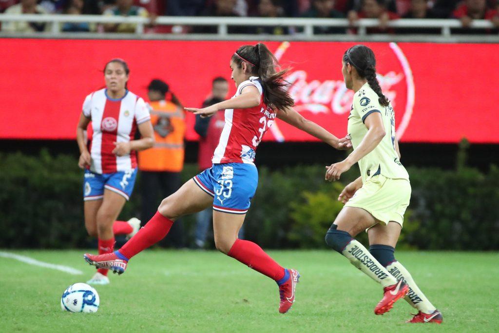 Chivas Femenil cae 2-0 en Clásico Nacional de liguilla con América