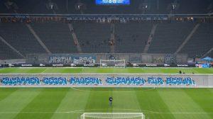 Recrean Muro de Berlín en partido de la Bundesliga