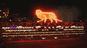 Inauguran estadio en Argentina con león de fuego