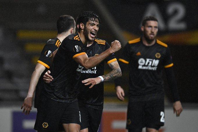 Gol y dos asistencias de Raúl Jiménez en el empate 3-3 de los Wolves