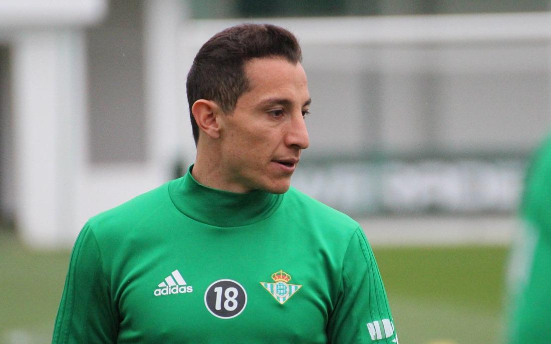 Andrés Guardado extiende su contrato con el Betis hasta 2022