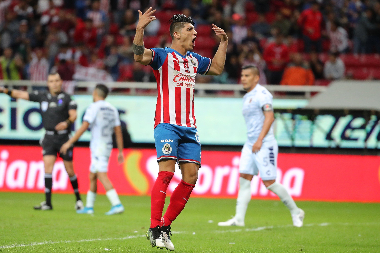 Chivas hace oficial la salida de Alan Pulido