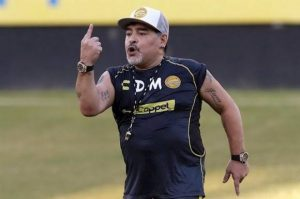 Duras críticas le llueven al astro argentino Maradona