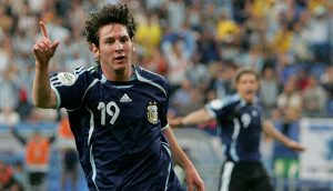 Se cumplen 15 años de su primer gol de Messi con Argentina